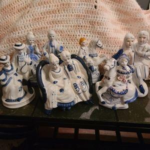 lot 7 pcs. blue/white Porcelain Colonial Couples